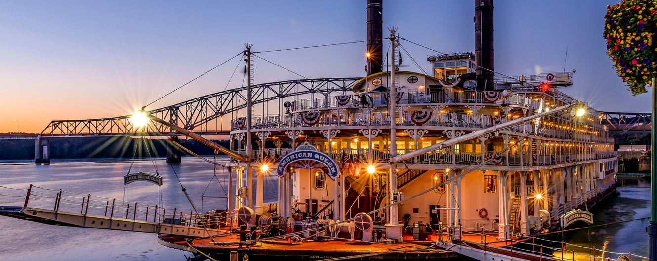 Photo of the American Queen on the Mississippi River by Garth Fuerste Photography